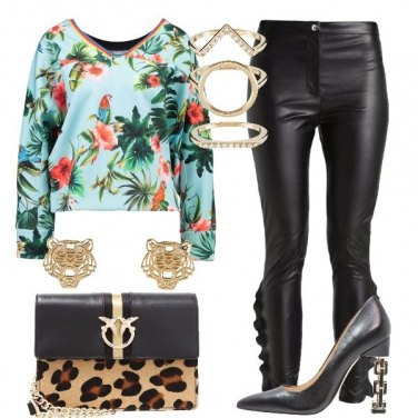 Outfit Esotica in ecopelle