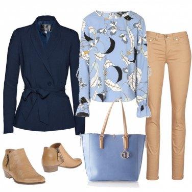 Outfit Azzurro polvere e beige
