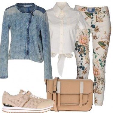 Outfit Un look neutro floreale