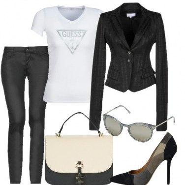 Outfit Bianco, nero e grigio