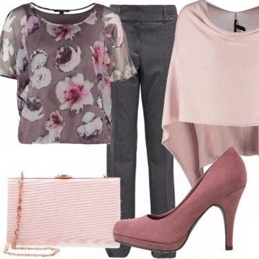 Outfit Invitata e romantica