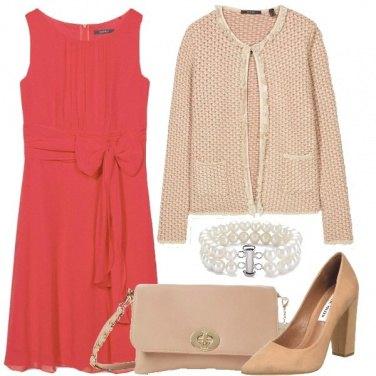 Outfit Crema e corallo