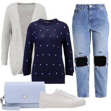 Outfit Calze a rete e jeans strappati