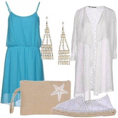 Outfit In vacanza con i colori del mare addosso