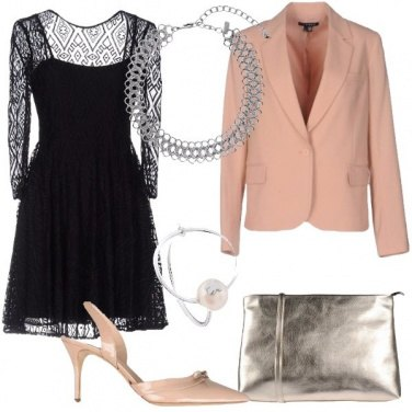 Outfit Un abito con trasparenze