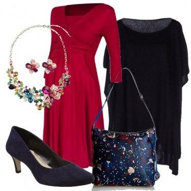 Outfit Maternità in rosso e blu