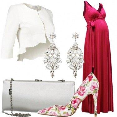 Outfit Premaman con le scarpe a fiori