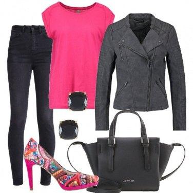 Outfit Rock con un tocco di colore