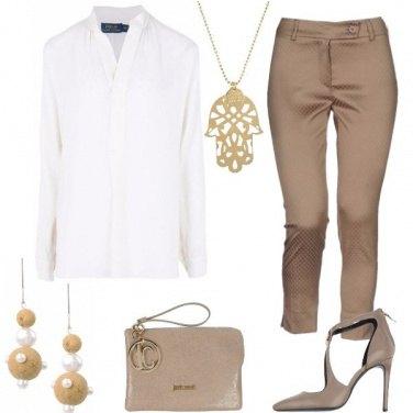 Outfit Elegante con colori delicati