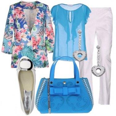 Outfit Romantica con la giacca a fiori