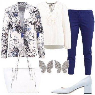 Outfit Una giacca a fantasia floreale
