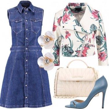 Outfit Romantica con il vestito di jeans