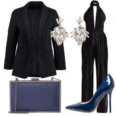 Outfit Nero con blu