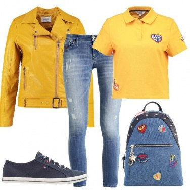 Outfit In giallo in città