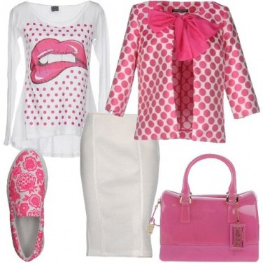 Outfit Pois, fiocchi e fiori rosa