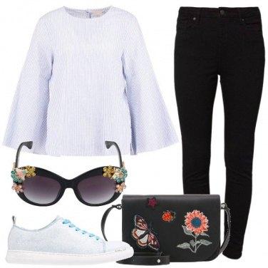 Outfit Camicetta e sneakers abbinate