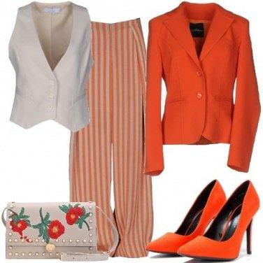 Outfit Arancione, righe e fiori
