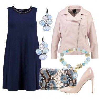 Outfit Curvy in blu e rosa