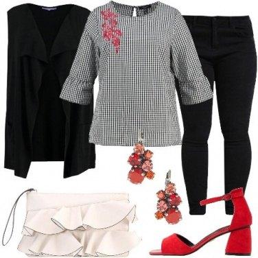 Outfit Leggerezza con le corolle e i volants