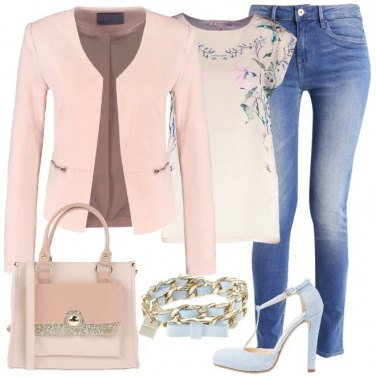 Outfit Dolcemente floreale