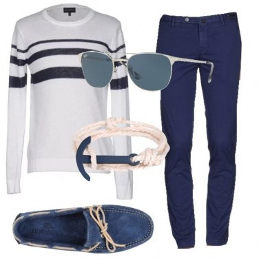 Outfit Stile navy in città