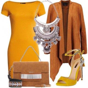Outfit Giallo protagonista