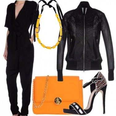Outfit Nero ed arancio chic