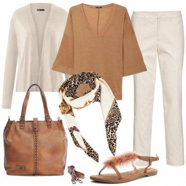 9a31f32f2bd56e Outfit donna - Basic con charme. Stile Basic per Ufficio. Abbinamento con  pantalone con