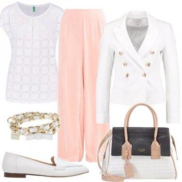 Outfit In ufficio in bianco e rosa