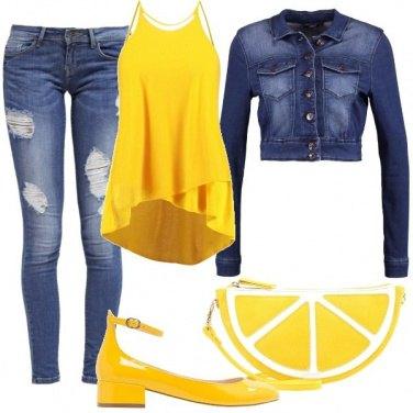 Outfit Giallo e jeans
