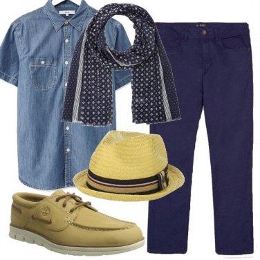 Outfit Blu e beige sportivi