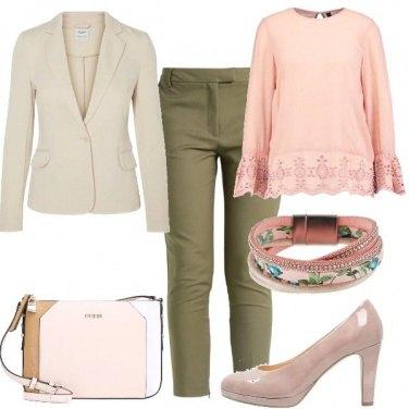Outfit Sofisticata con i colori pastello