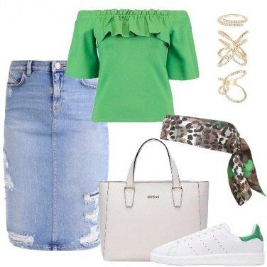 Outfit Spalle scoperte e colore di tendenza