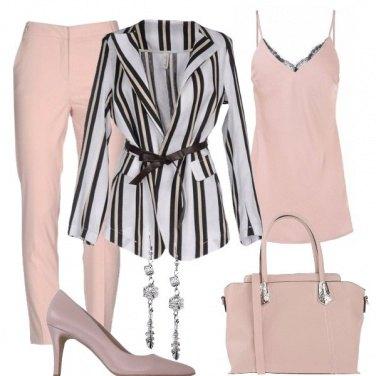 Outfit Tailleur dai colori delicati