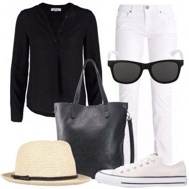 Outfit L\'accessorio con una marcia in più