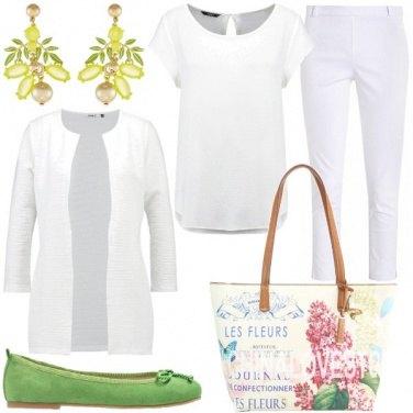 Outfit Bianco con tocchi di colore