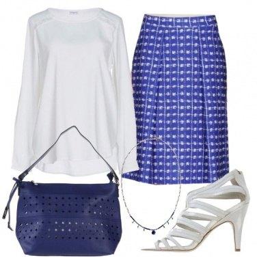 Outfit Chic bianco e bluette