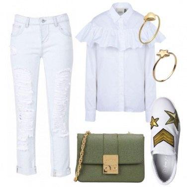 Outfit Bianco con toni militare
