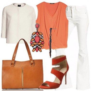 Outfit Il pantalone a zampa bianco