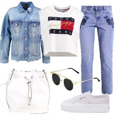 Outfit Il jeans con le rose