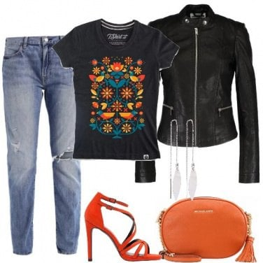 Outfit T-shirt e sandali arancioni