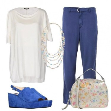 Outfit Le zeppe e la borsa fiorata
