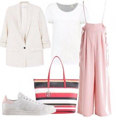 Outfit Pantaloni e sneakers