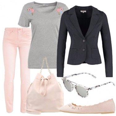 Outfit Giornata in grigio e rosa