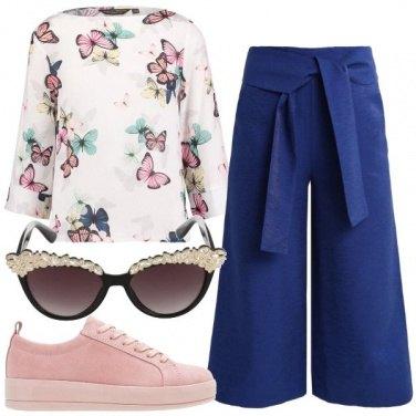 Outfit Con farfalle blu e rosa