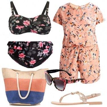 Outfit In spiaggia con la fantasia fiorita