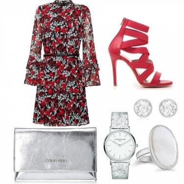 1a89e4aebc71 Outfit donna - Aperitivo chic. Stile Trendy per Serata fuori. Look ideale  per Petite
