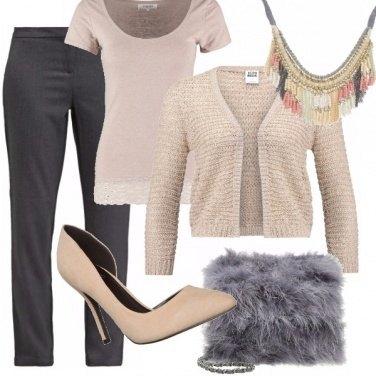 Outfit Cipria, nude e grigio