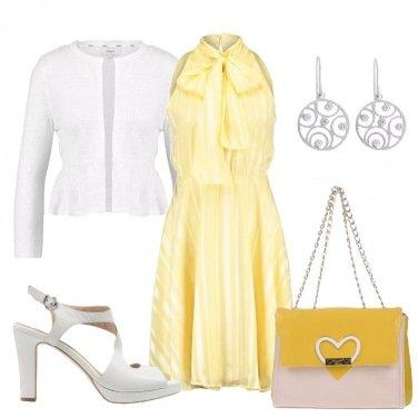 Outfit Romantica in giallo e bianco