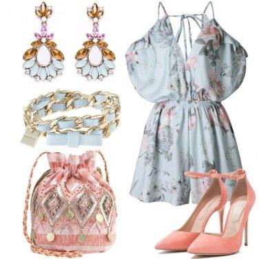 Outfit Romantica in azzurro e pesca